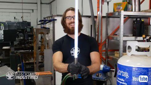 海外 YouTuber 制作 ライトセーバー 再現 the Hacksmith