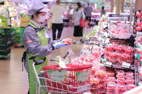 注文後はライフ店内の専門スタッフが品質をチェックしながら商品を厳選