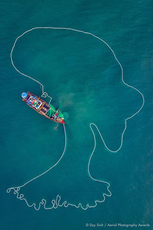 雲海に浮かぶ額縁や砂上の岩石層 航空写真コンテストの入賞作がすごい……!