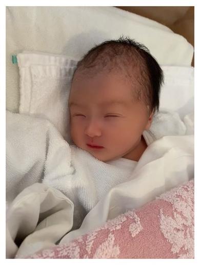 アレクサンダー 娘 誕生 出産 美人 川崎希