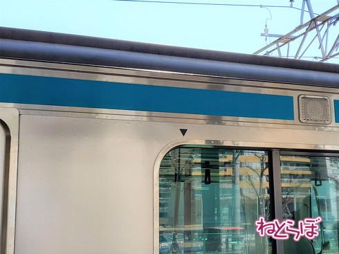 電車 窓 三角マーク
