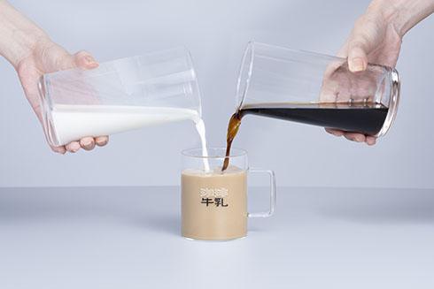 珈琲と牛乳を入れたところ