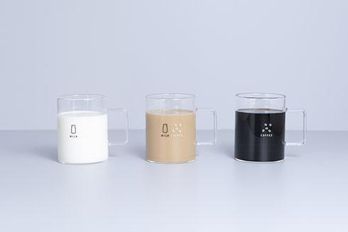 珈琲牛乳のグラス英語バージョンの画像