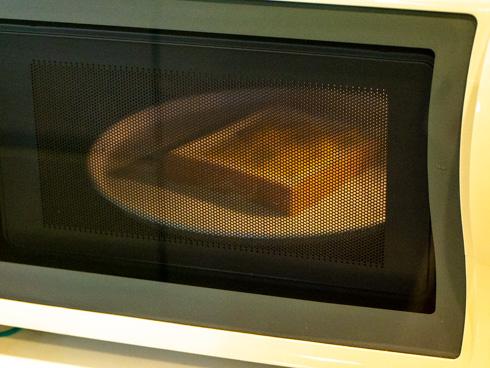 ぬって焼いたらカレーパンを焼いているところ