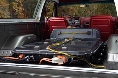 荷室には60kWhのバッテリーを搭載