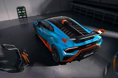 サーキット向けに設定されたエンジンや駆動系を採用