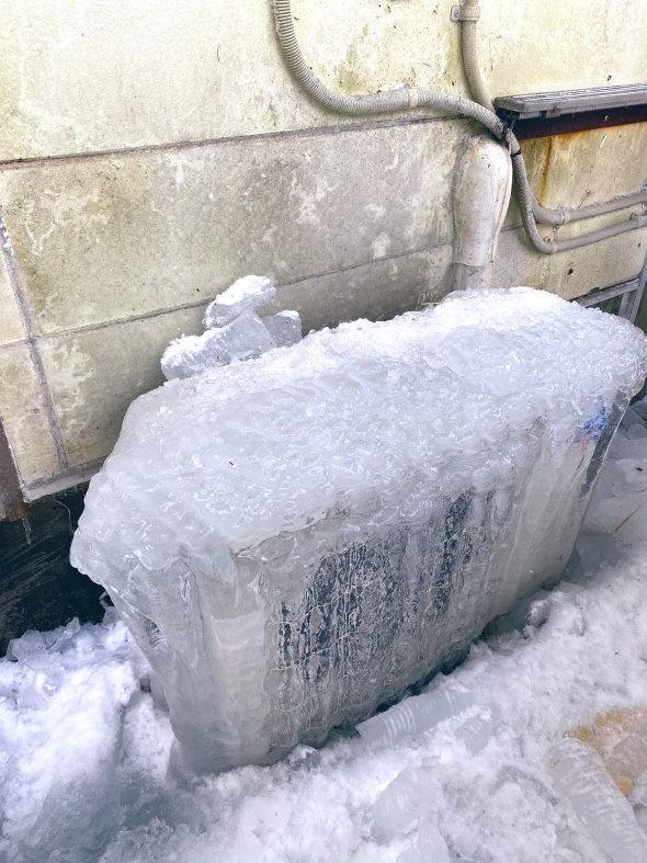 室外機 氷漬け エアコン 冬 雪 対策