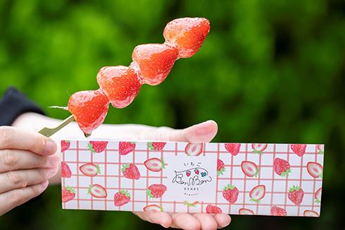 いちごや大福を全長45センチの串にセット 「ソーシャルディスタンス大福串」がおいしそう