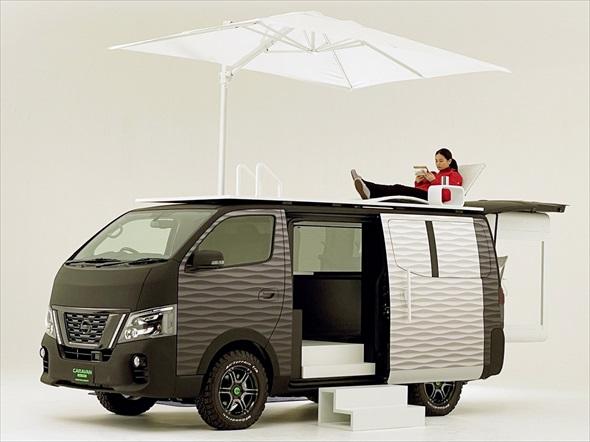 移動オフィスに進化した「NV350キャラバン オフィスポッドコンセプト」(写真:日産自動車)