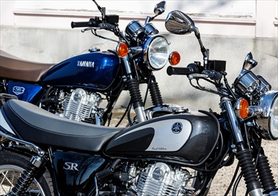 SR400 Final Editionはダークグレーとブルーの2色展開