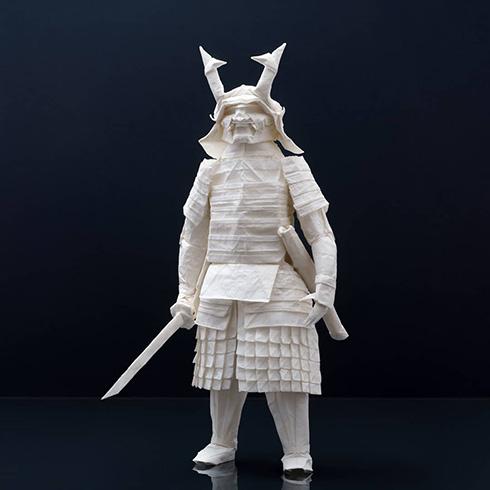 1枚の紙から作られた侍の折り紙 ファンタジーなアート作品がかっこいい
