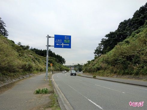 名前のない交差点を左折。ここでも「269」の文字が