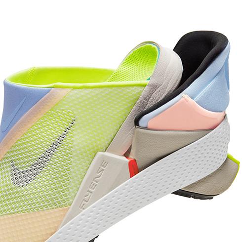 かかとをつぶさずに履けるシューズが登場! 足だけで着脱可能な「Nike GO FlyEase」