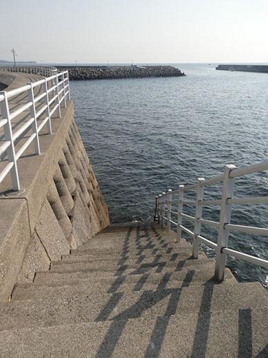 途中から海没する階段