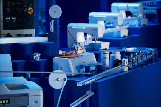 ブラザー工業 からくり 装置 製品 組み合わせ ピタゴラ 巨大 仕掛け 動画