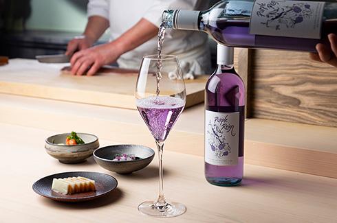 紫推しのお祝いに…… 天然の酸化防止剤を添加したワインがおしゃれ