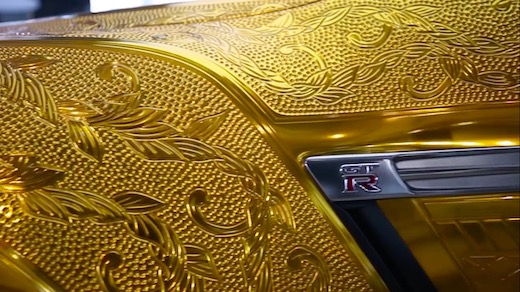 金ピカ ゴールド 彫刻 GT-R ドバイ