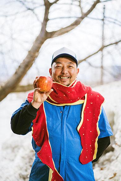 りんごの皮マフラーを着用した人 1人目