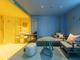 ブルー、ピンク……壁や家具をカラフルな色で統一した客室が非日常的 東京「toggle hotel suidobashi」が宿泊予約を開始