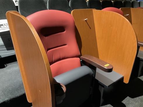 コロナ時代の新たなサービス、イオンシネマのパーテーションつき座席が真に快適だった理由とは