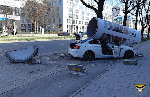 ドイツ ミュンヘン 交通事故 レッドブル サンプリングカー
