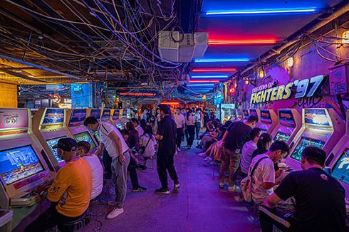中国の深センにオープンした「深セン超級文和友」 近未来的なのに昔懐かしい雰囲気が魅力的