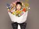 花の精霊かな? 加護亜依、カラフルな巨大ブーケ姿に変身し視線をくぎ付けにしてしまう