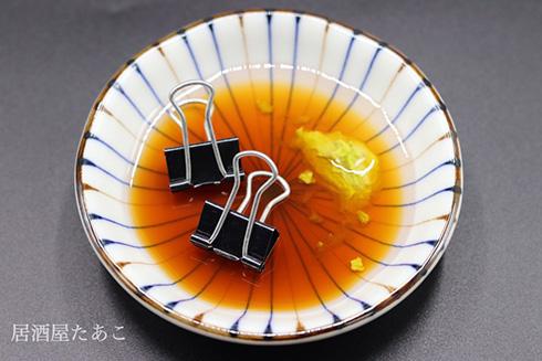「あっ! クリップが醤油でひたひたに…」 フェイクデザインの醤油小皿がイタズラ心満載でおもしろい