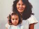 """道端アンジェリカ、幼少期ショットで""""美人遺伝子""""の濃さを証明 そっくりの親にファンもニッコリ「ママ綺麗〜」"""