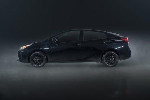 黒いプリウス トヨタ 2022年モデル