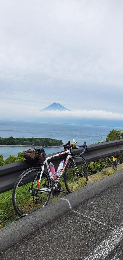 「浮世絵じゃん」 富士山を記録した写真が平面すぎて思わず二度見してしまう