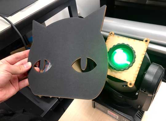 こっちを見てくる 黒猫ライト かわいい Ponboks ムービングライト Kinect
