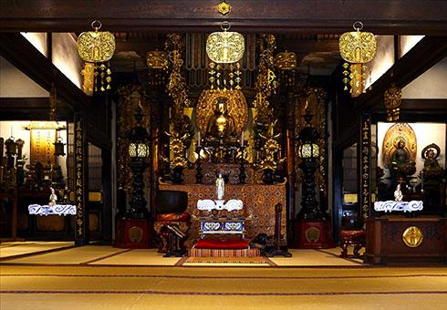 お寺にドローン仏を設置したところ