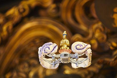 ドローン仏(観音菩薩)が飛ぶ様子