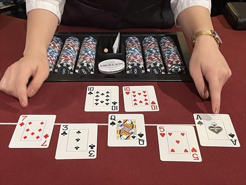 世界のヨコサワ ひろき そうた POKER ポーカー,手札と場のカードを合わせて最も強い役を作った人が勝利