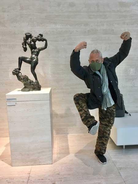 美術館 楽しすぎる 喜び 表現 お父さん ポーズ