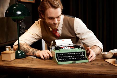 打鍵の手触りまでていねいに再現したビンテージデザイン 「レゴ タイプライター」が発売
