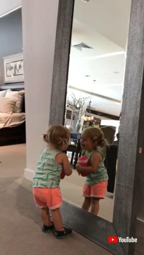 鏡と子ども
