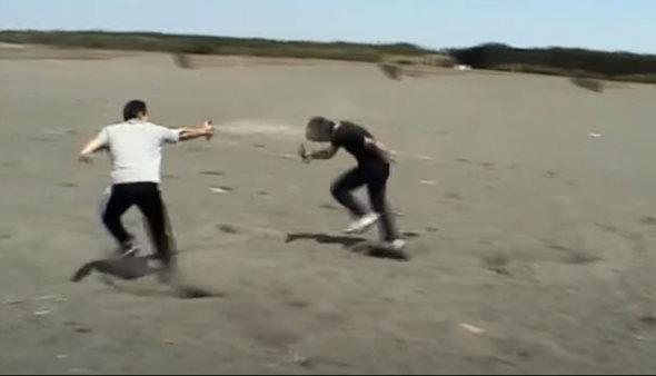催涙スプレー 公開 検証 動画 ボディーガード