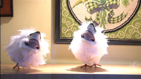 """ふわかわいい空飛ぶ人喰い生物""""サモメ"""" B級映画発の「サメ×カモメ」が謎のブームを巻き起こしている"""