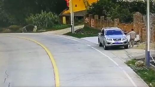 タイヤ トラック 事故