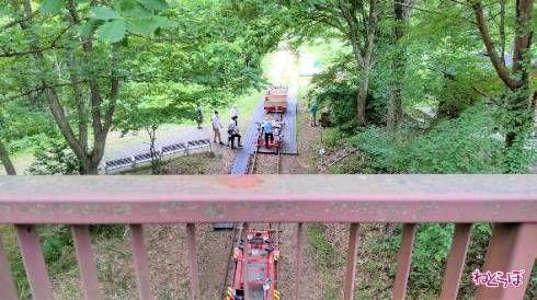 跨線橋の下にはレールバイク乗り場