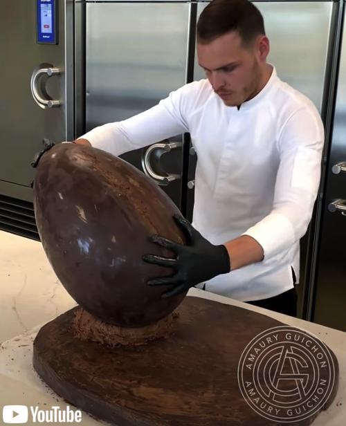 チョコレートで出来た迫力満点のライオン