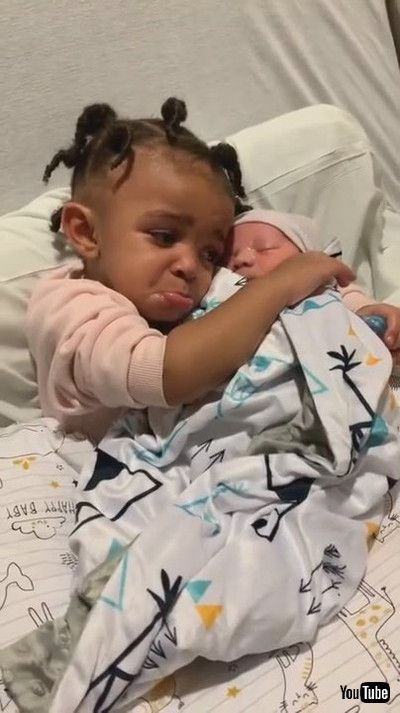 「Little Girl Gets Emotional After Meeting Newborn Brother for First Time - 1210593」