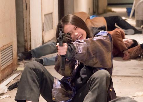 社会不適合者な殺し屋の女の子2人がヤクザ相手にバトる映画「ベイビーわるきゅーれ」レビュー