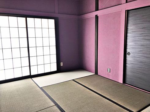 紫色の和室