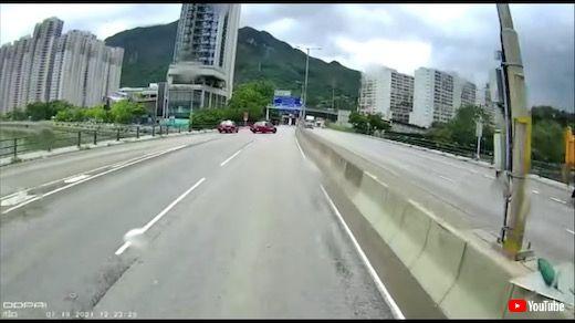 あおり運転 香港 トラック 土砂 事故