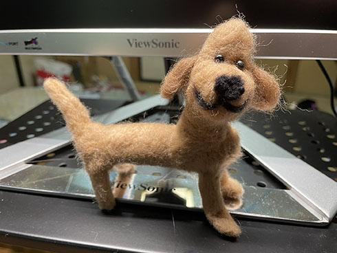 羊毛フェルトで作った犬