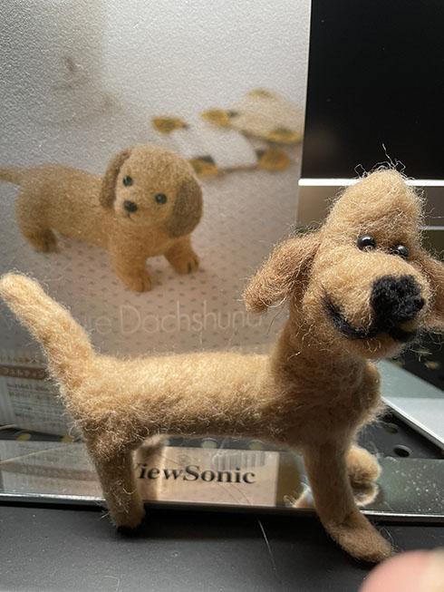 羊毛フェルトで作った犬と見本