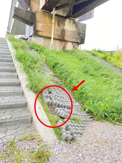 国交省「コンクリートブロックを剥がして使わないで」 堤防の一部をBBQに使う行為に注意喚起